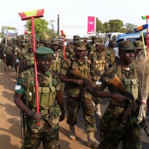 Ugandan troops (UPDF) storm #SouthSudan Capital; #Juba streets, armed with brooms, spades....to clean Juba streets. The excericise is part of the UPDF army week.