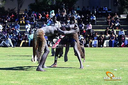 a comparison of the dinka and australian cultures The dinka people (dinka: jiɛ̈ɛ̈ŋ) are a community, composed of many ethnic groups, inhabiting the east and west banks of river nile, from mangalla to renk, regions of bahr el ghazal, upper nile (former two of three southern provinces in sudan) and abyei area of the ngok dinka in south sudan.