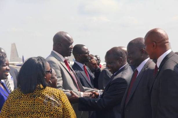 Pagan Amum arrives in Juba, being welcome by top government officials, including defense minister, Hon. Kuol Manyang Juuk