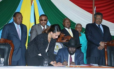 Kiir sign the IGAD peace proposal