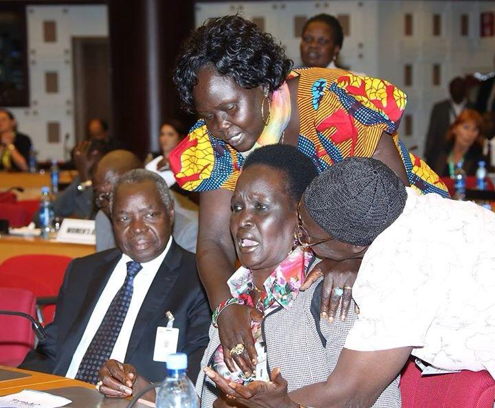 Mama Nyandeng Crying after the warring parties failed to sign the final peace accord