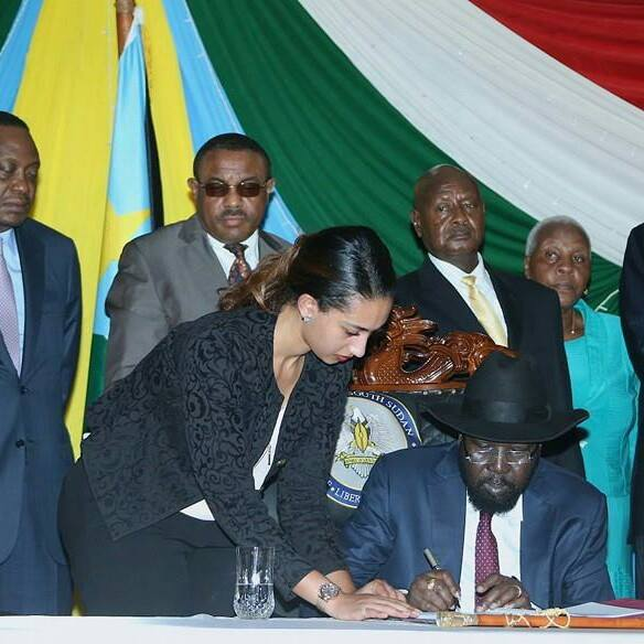 President Kiir signs the IGAD peace deal in Juba, South Sudan, on 26 August 2015