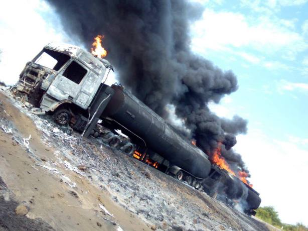 Burnt oil tanker along the Nimule-Juba road, Sept 2016.jpg