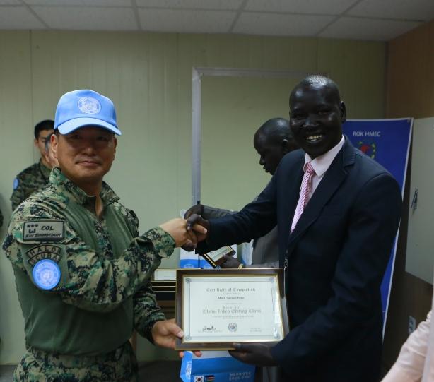 rok-hmec-commander-col-kim-byun-chun-handing-over-certificate-to-mach-samuel-1