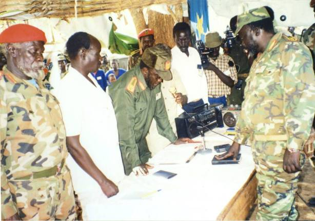 swearing-of-john-garang-after-chukudum-convention
