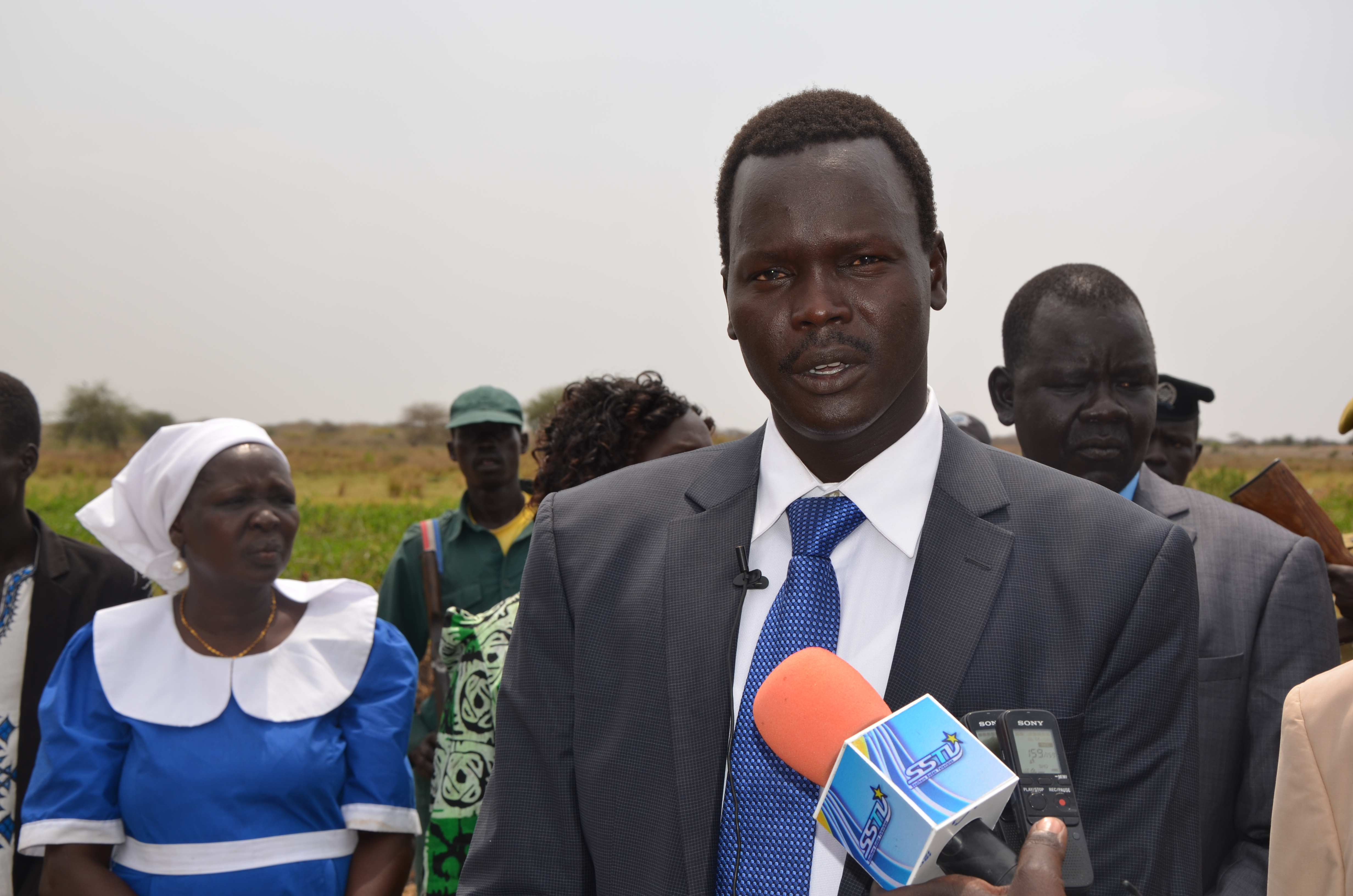 jacob-akech-dengdit-making-media-statement-during-peace-innitiative-in-duk-in-2014